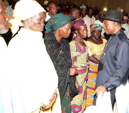 Photos: Goodluck Jonathan Meets With Escaped Chibok Girls And Some Parents 1