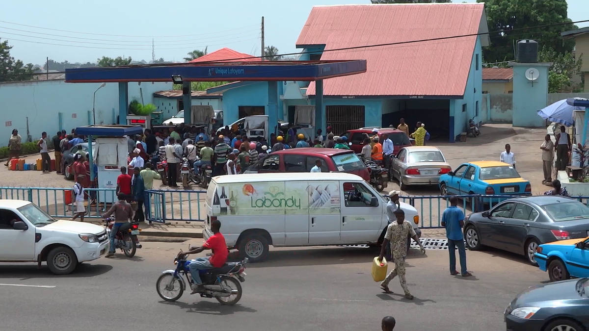 Queues At A Filling Station In Akure