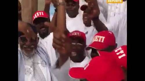 Akeredolu Publicly Sneezing, Fails To Observe COVID-19 Protocols As He Submits Governorship Form